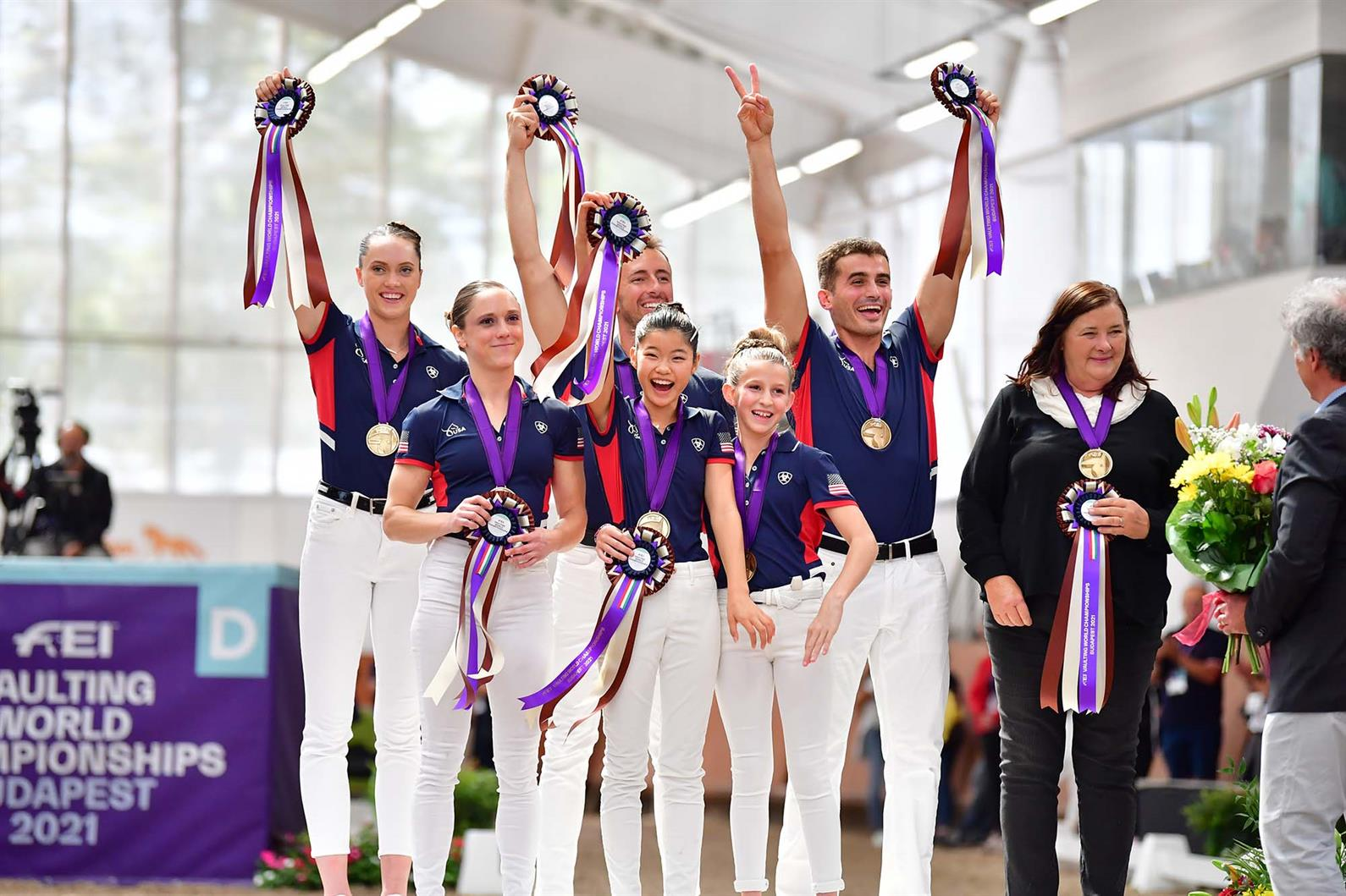 U.S. squad (Pacific Coast Vaulters - front row: Emily Rose, Emi Yang, Hannah Wildermuth, back row: Haley Smith, Geoffrey Woolson, Daniel Janes, longeur Carolyn Bland), team bronze medalists